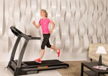 Обычный бег VS беговая дорожка: 5 плюсов и минусов